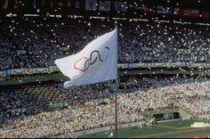 General view of the Olympic Flag - Kebiasaan tradisional upacara pembukaan olimpiade dengan menggunakan burung merpati mulai ditinggalkan. Terakhir kali, atraksi burung merpati dipertunjukkan pada pembukaan olimpiade Seoul 1988.