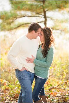 Fall Engagement pictures outfit ideas at Bennetts Creek park in Suffolk Virginia | Audrey Rose Photography