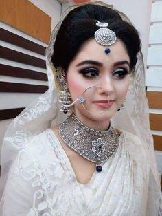 Best Beauty Salons - Best Bridal Makeup in Pakistan - PakCheers Bridal Makeup Looks, Indian Bridal Makeup, Indian Bridal Fashion, Bride Makeup, Wedding Makeup, Pakistani Bridal Jewelry, Pakistani Bridal Dresses, Indian Bridal Photos, Bridal Pics