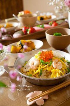 Today's Menu   ・ちらし寿司  ・蛤のお吸い物  ・菜の花の白和え  ・かぼちゃのそぼろ煮  ・いちご、菱餅、桜餅   | ひな祭りの食卓♡お洒落なちらし寿司の盛りつけ&テーブルコーディネイト♡