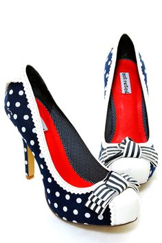 Pick up the perfect pair of T-strap shoes for your next dressy outfit, costume or retro ensemble at Unique Vintage. Shop black flapper shoes plus colorful, trendy styles to finish off any look. Pin Up Shoes, Me Too Shoes, Pretty Shoes, Cute Shoes, Vintage Shoes, Vintage Outfits, Vintage Dresses, Polka Dot Heels, Polka Dots