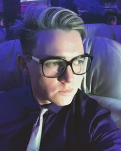 Oh Jesse McCartney. Looking so fly in this glasses. 2017