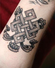 my endless knot (Shrivatsa) tattoo. #tattoo #blackandwhitetattoo #shrivatsatattoo #endlessknottattoo #endlessknot #shrivatsa #Super7Tattoo
