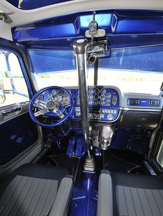 Another blue beauty. Could be becoming a favorite color. #trucking
