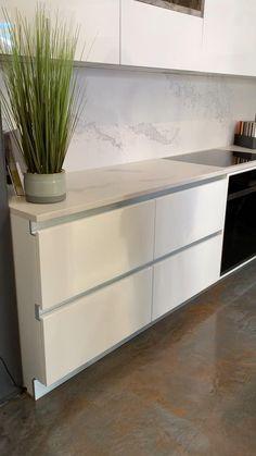 Luxury Kitchen Design, Kitchen Room Design, Home Room Design, Interior Design Kitchen, Kitchen Cupboard Designs, Kitchen Cabinets, Latest Kitchen Designs, Home Decor Boxes, Cuisines Design