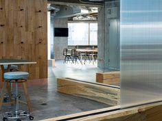 Tokioter Kreuz: Bürointerior von Domino Architects