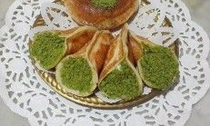 Kremalı Atayef Tatlısı Tarifi Avocado Toast, Guacamole, Yogurt, Waffles, Food And Drink, Vegetables, Breakfast, Ethnic Recipes, Sweet