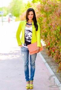 Moda de la calle en Mayo en Zapatos Amarillos