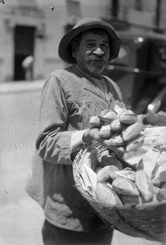 Vendedor de bolillos, Cd. de México, 1930s