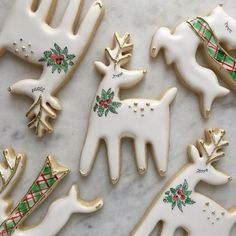 Cute And Easy DIY Christmas Cookies You Need To Copy For The Coming Holiday; Christmas Sugar Cookies, Christmas Sweets, Noel Christmas, Christmas Goodies, Holiday Cookies, Christmas Baking, Holiday Treats, Christmas Decorations, Elegant Christmas Desserts
