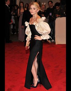 Ashley Olsen in Vintage Christian Dior Haute Couture at the 2011 Met Costume Institute Gala Ashley Olsen Style, Olsen Twins Style, Dior Haute Couture, Christian Dior Gowns, Christian Louboutin, Image Fashion, Mary Kate Ashley, Gala Dresses, Costume Institute