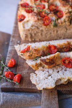 Saftigt og luftigt madbrød - perfekt som tilbehør til grillmad, tapas eller italienske retter. Quiche, Tapas, Good Food, Snacks, Pane, Breakfast, Kitchen, Morning Coffee, Cuisine
