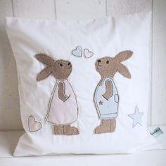 ♥ Doodle- bzw. Fransenapplikation - Stickdatei mit zwei niedlichen Hasen für den 13x18 Rahmen  ♥ Das Stickmuster - Set besteht aus 2 Hasen, einem Stern, einem großen Herz sowie zwei Herzchen...