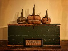 Pumpkins by Stacee Droit of Arnett's Country Store 🎃 Primitive Autumn, Primitive Pumpkin, Autumn Harvest, Harvest Time, Harvest Decorations, Halloween Decorations, Fall Primitives, Americana Crafts, Will Arnett