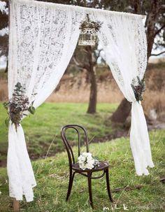Photobooth dentelle - Photobooth : 20 idées déco pour prendre la pose avec ou sans les mariés - Elle