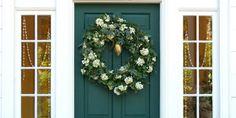 Comment décorer ma porte d'entrée pour Noël?