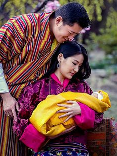 The King and Queen of Bhutan Share First Close-Up Photos of Two-Week-Old Son Feb 2016