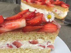 Erdbeertorte - Backen mit Christina ... Cheesecake, Desserts, Food, Gelee, Father's Day, Strawberries, Dessert Ideas, Tailgate Desserts, Deserts