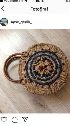 Jut ip çanta Crochet Hobo Bag, Crochet Handbags, Crochet Purses, Knit Crochet, Handmade Handbags, Handmade Bags, Granny Square Crochet Pattern, Boho Bags, Craft Bags