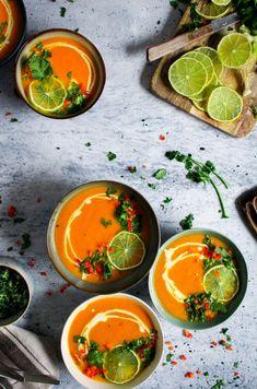 Camargue wild crayfish, carrots in turmeric juice - Healthy Food Mom Asian Recipes, Gourmet Recipes, Soup Recipes, Ethnic Recipes, Thai Carrot Soup, Tapas, Healthy Recepies, Thai Cooking, Good Food