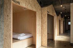 「ICHINICHI-イチニチ」は東京都北区赤羽にある築45年の5F建て元美容院ビルをリノベートして生まれた、マイクロブティックホテル/ホステルです。
