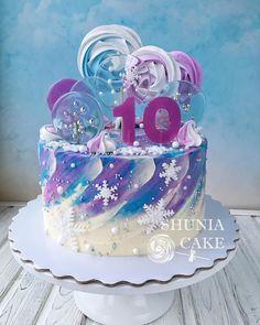 737 отметок «Нравится», 20 комментариев — ТОРТЫ на ЗаКаЗ (@shunia_cake) в Instagram: «Как же я люблю зимнюю тематику❄️❄️❄️ . И мои вкусители тоже . Торт с леденцами и меренгами для…»