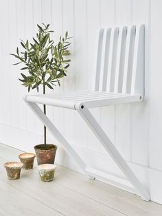 This cleverly designed wooden wall chair will become an invaluable piece in any small space or hallway! and in some outdoor space #foldingfurniture #outdoorfurniture