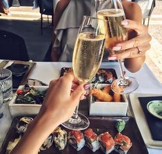 Sushi and wine/champagne. Rich Lifestyle, Lifestyle Trends, Luxury Lifestyle, Jai Faim, Luxury Food, Luxury Travel, Luxe Life, In Vino Veritas, Life Is Good