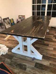 This French Farmhouse Table can be made easily with these free farmhouse table plans. This easy step by step tutorial shows you how to create this French farmhouse dining table. Dinning Room Table Diy, Diy Entryway Table, Diy Table, Dining Tables, Side Tables, Dining Rooms, Coffee Tables, Farmhouse Table Plans, Farmhouse Kitchen Tables