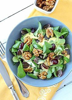 feldsalat-mit-trauben-karamellisierten-walnuessen-und-mangosdressig-9 Salad Recipes Healthy Lunch, Salad Recipes For Dinner, Chicken Salad Recipes, Salads For A Crowd, Easy Salads, Food For A Crowd, Rotisserie Chicken Salad, Mediterranean Quinoa Salad, Creamy Cucumber Salad