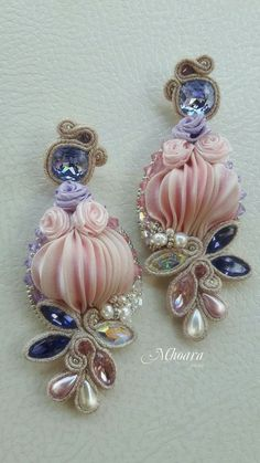 Shibori silk earrings by Mhoara Jewels Shibori, Ribbon Jewelry, Ribbon Art, Unique Earrings, Beautiful Earrings, Soutache Necklace, Beaded Jewelry Patterns, Earring Tutorial, How To Make Beads