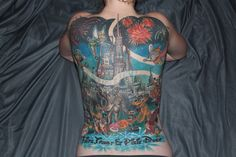 Castle Tattoo done by Tyler Alderson of Tantrix Body Art Saskatoon, SK. Now that's dedication lol Weird Tattoos, Cute Tattoos, Beautiful Tattoos, Amazing Tattoos, Mickey Mouse Tattoos, Disney Tattoos, Back Tattoo, I Tattoo, Disney Castle Tattoo