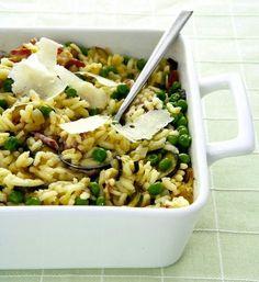 Pečené rizoto se slaninou a hráškem Pasta Salad, Risotto, Healthy Eating, Fresh, Cooking, Ethnic Recipes, Food, Crab Pasta Salad, Cucina