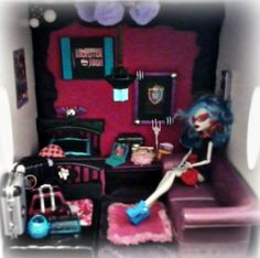 Monster High Dollhouse Room:  Converted a wooden storage bin into a ghoulish hangout for Ghoulia Yelps et al ☠