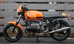 BMW what's not to like about an orange beemer Bmw Cafe Racer, Cafe Racers, Cafe Moto, R Cafe, Bike Bmw, Bmw Motorcycles, Motorcycle Bike, Vintage Motorcycles, R65