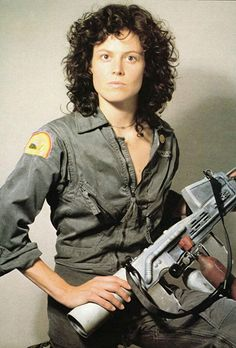 American actress Sigourney Weaver on the set of Alien directed by Ridley Scott Alien Sigourney Weaver, Sigourney Weaver Avatar, Sigourney Weaver Ghostbusters, Conquest Of Paradise, Aliens 1986, Aliens Movie, Alien Ripley, Alien Film, Costume Tutorial