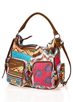 Bekijk nu:Een kleurrijk accessoire voor elke gelegenheid! Deze tas valt op door het trendy design en de twee kleine vakken aan de voorzijde. Het ruime binnenvak biedt extra opbergruimte. Een bijkomend highlight is de combinatie van textiel en hoogwaardig imitatieleer. Eyecatcher! Afmeting (hxbxd) ca. 31x35x13cm.