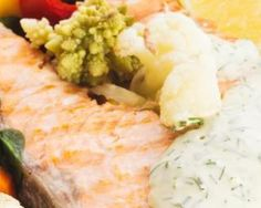 Pavés de saumon, chou romanesco, oeufs pochés et fromage blanc aux herbes fraîches : http://www.fourchette-et-bikini.fr/recettes/recettes-minceur/paves-de-saumon-chou-romanesco-oeufs-poches-et-fromage-blanc-aux-herbes