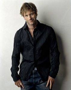 Aaron Eckhart by James Houston Most Beautiful Man, Gorgeous Men, Beautiful People, Hollywood, Suit And Tie, Attractive Men, Perfect Man, Stylish Men, Movie Stars