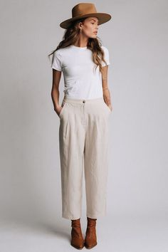 Cream Colored High Waisted Wide Leg Pants Outfit with Front PocketsYou are in the right place about Women Pants sketch Here we offer you the most beautiful pictures about the Women Pants palazzo you are looking for. When you examine the Cream Color Fashion 60s, Look Fashion, Fashion Outfits, Korean Fashion, Size 10 Fashion, Vintage Fashion, Womens Fashion, Fashion Hacks, Classy Fashion