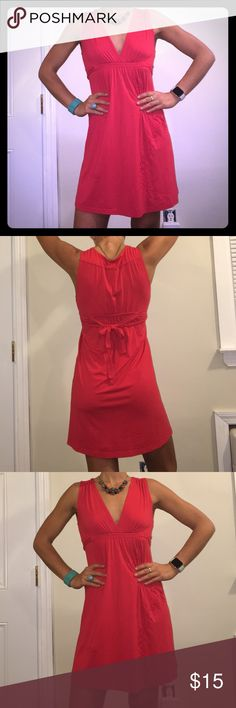 Red Women's Billabong Cotton Dress Size M Super Comfy Red Women's Billabong Cotton Dress Size M. Can be dressed up or down and looks good on every body type. Empire waist with ties. Check out the rest of our closet and bundle! We offer a bundle discount with the purchase of just two items! Everything must go! No reasonable offer denied! Thanks for shopping 😁 Billabong Dresses Midi
