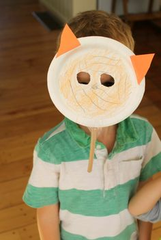 Such a cute and simple paper plate craft idea! Animal masks made from paper plates. A great invitation to create.