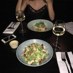 Restaurant Nifty no.20 in Poznań, Poland #food #restaurant #salad #friends #dinner