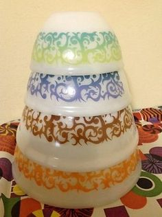 VINTAGE Agee Pyrex Mixing Bowl Set of 4 - Bramble Pattern - Nesting