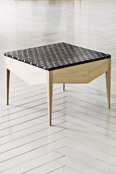 made a mano tile table