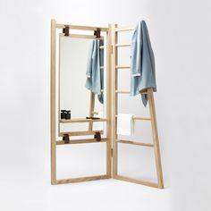 Présenté lors de Maison & Objet cet automne, Valet est un objet qui se place entre le dressing et la salle d'eau. Conçu par les designers français de La Fonction, il s'ouvre à la manière d'un paravent et offre une tablette, un miroir et supp...