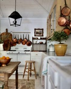English Cottage Style, French Country Cottage, Country Living, Functional Kitchen, Built In Bookcase, Maine House, My New Room, Dining Area, Sweet Home