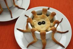 Recipe, grocery list, and nutrition info for Tentacle Pot Pie. Looking for an easy, clever Halloween dinner idea? These individual tentacle pot pies aren't just spooky, their spectacular. A perfect party eat! Halloween Food Kids, Gross Halloween Foods, Halloween Fruit, Fete Halloween, Halloween Dinner, Halloween Treats, Happy Halloween, Spooky Halloween, Spooky Treats