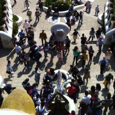 Masificación turística en el Park Güell, Barcelona. Abril 2012.