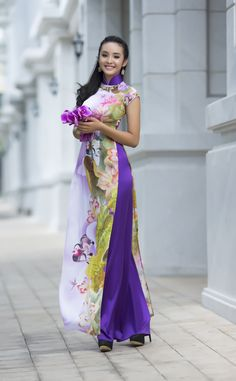 "The Vietnamese traditional dress is called the ""Ao Dai"". Vietnamese Clothing, Vietnamese Dress, Vietnamese Traditional Dress, Traditional Dresses, Asian Woman, Asian Girl, Just Girly Things, Asian Style, Asian Fashion"